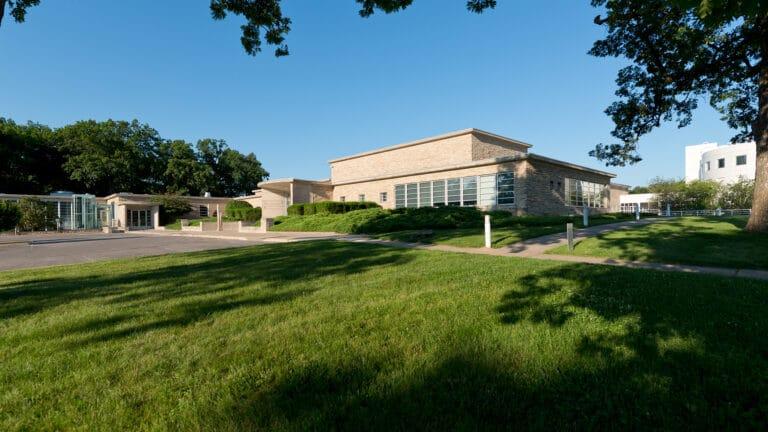 Des Moines Art Center Exterior